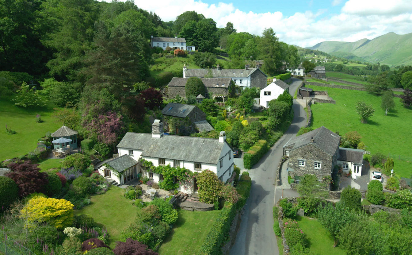 10 Townfoot Byre, Troutbeck. Bed and Breakfast - Electric Vehicle friendly. Bring your Tesla. Cheap overnight charging. 7kW charger for your EV. Lake District, BnB holiday cottage - Aerial drone shot of Troutbeck Valley near Windermere and Ambleside-sqz