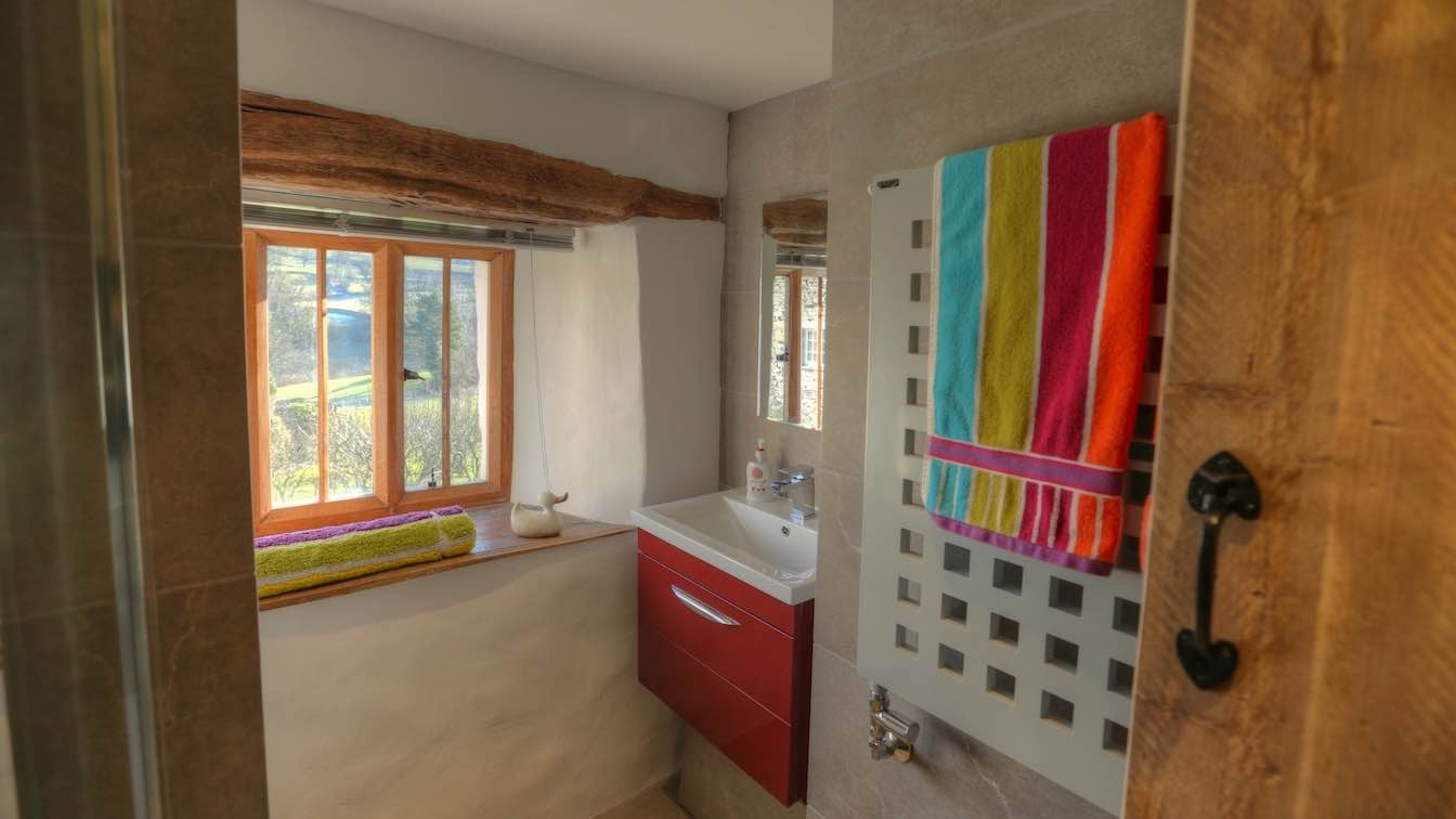12 Townfoot Farmhouse, Troutbeck - Lake District, Dog-friendly holiday cottage - Ground floor shower room view from window-sqz