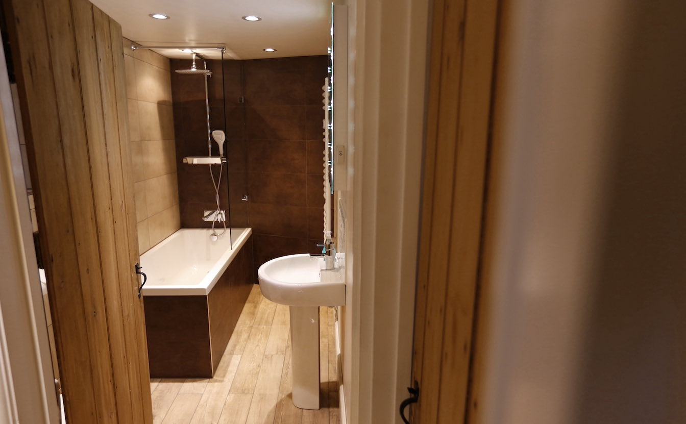 13 Townfoot Cottage, Elterwater Holiday Cottage - Bathroom with bath and shower over-sqz