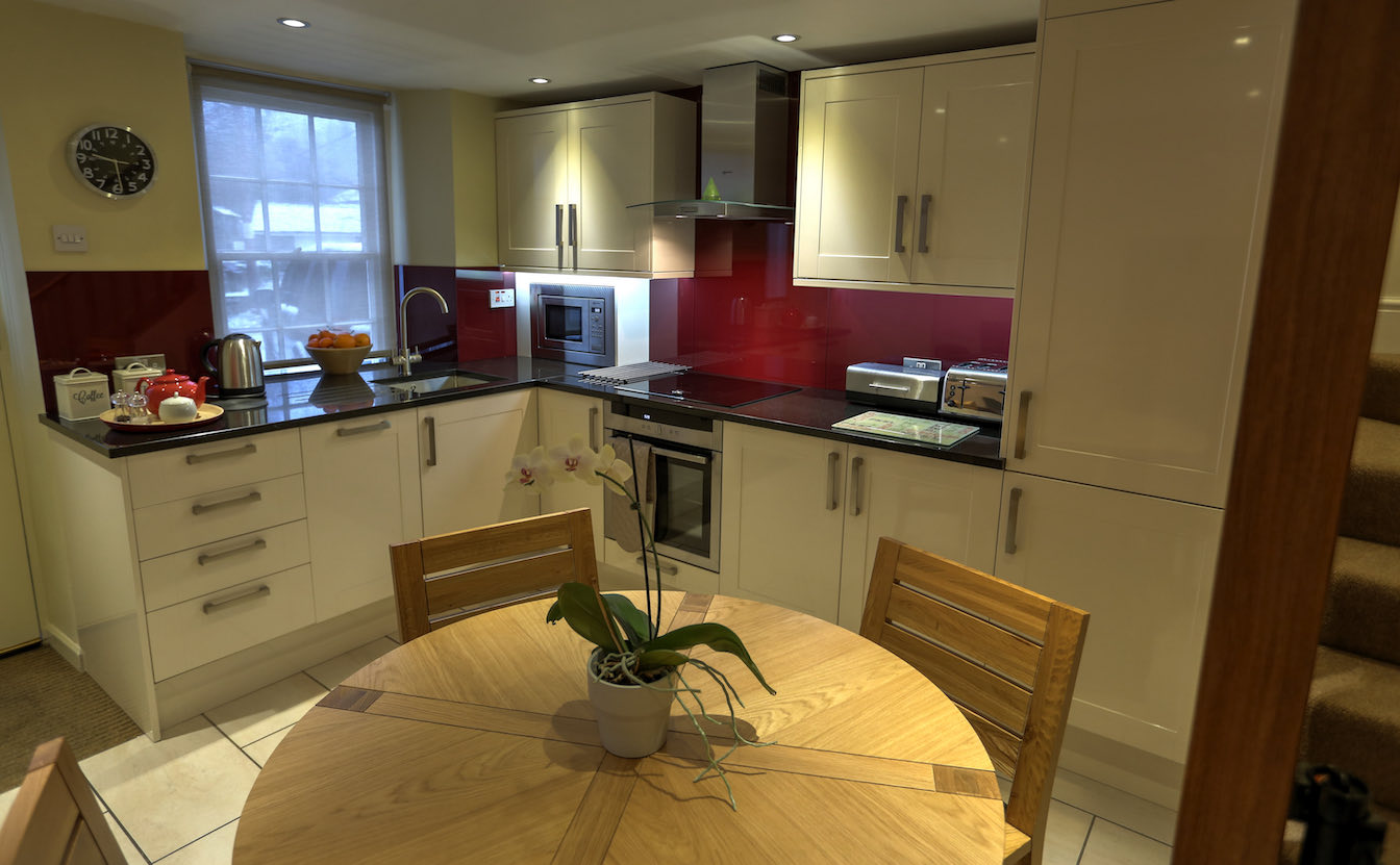 15 District, Dog-friendly holiday cottage - Kitchen with built-in fridge freezer and Neff appliances-sqz