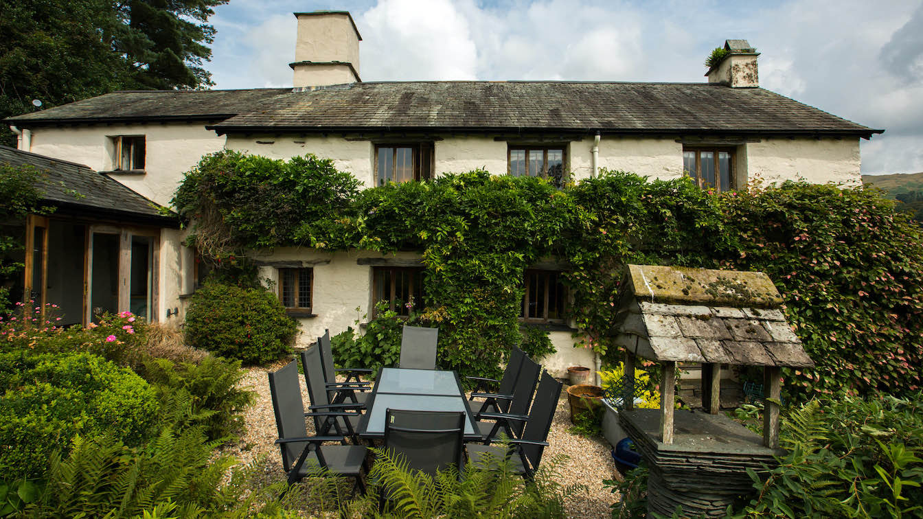 15 Townfoot Farmhouse, Troutbeck - Lake District, Dog-friendly holiday cottage - Patio area with BBQ-sqz