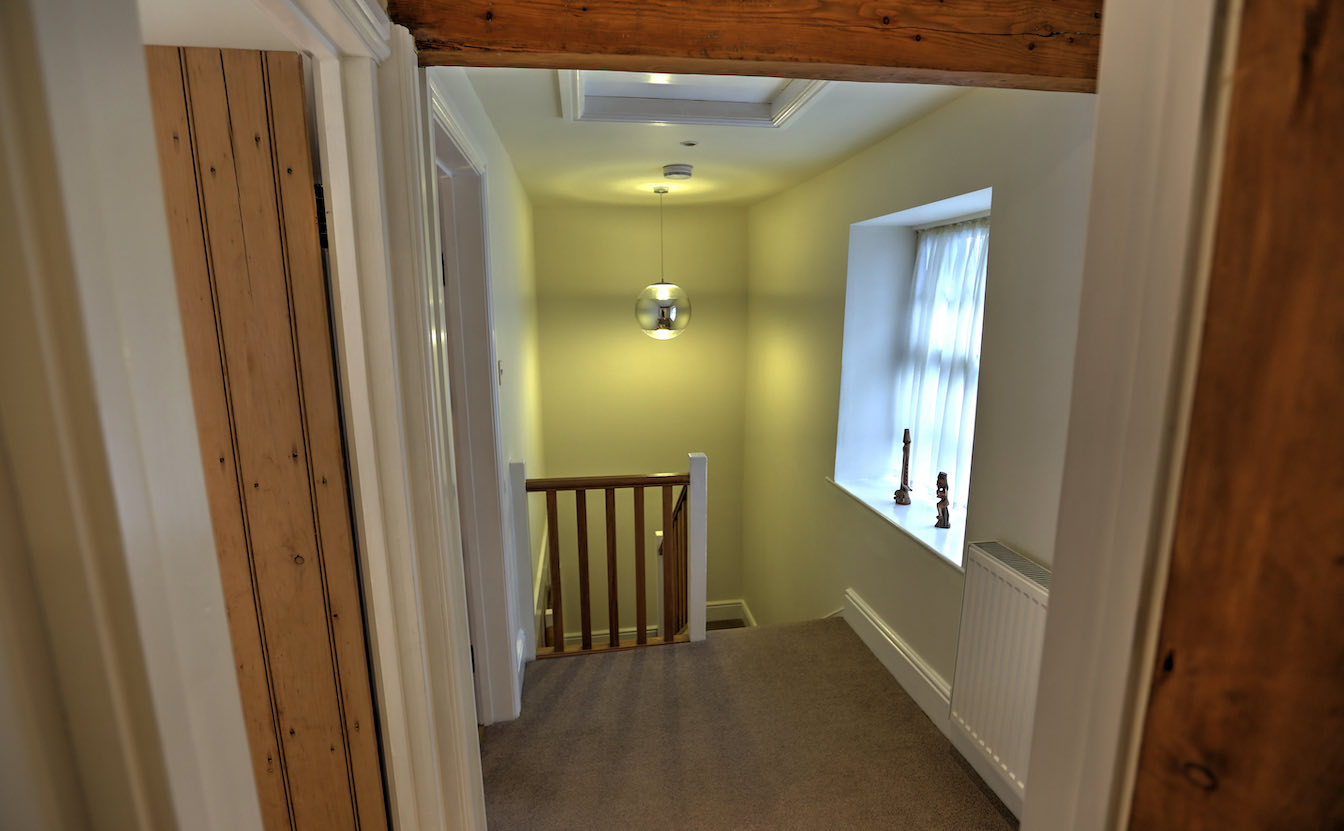 18 Townfoot Cottage, Elterwater - - First floor hallway with access to bedrooms and bathroom-sqz