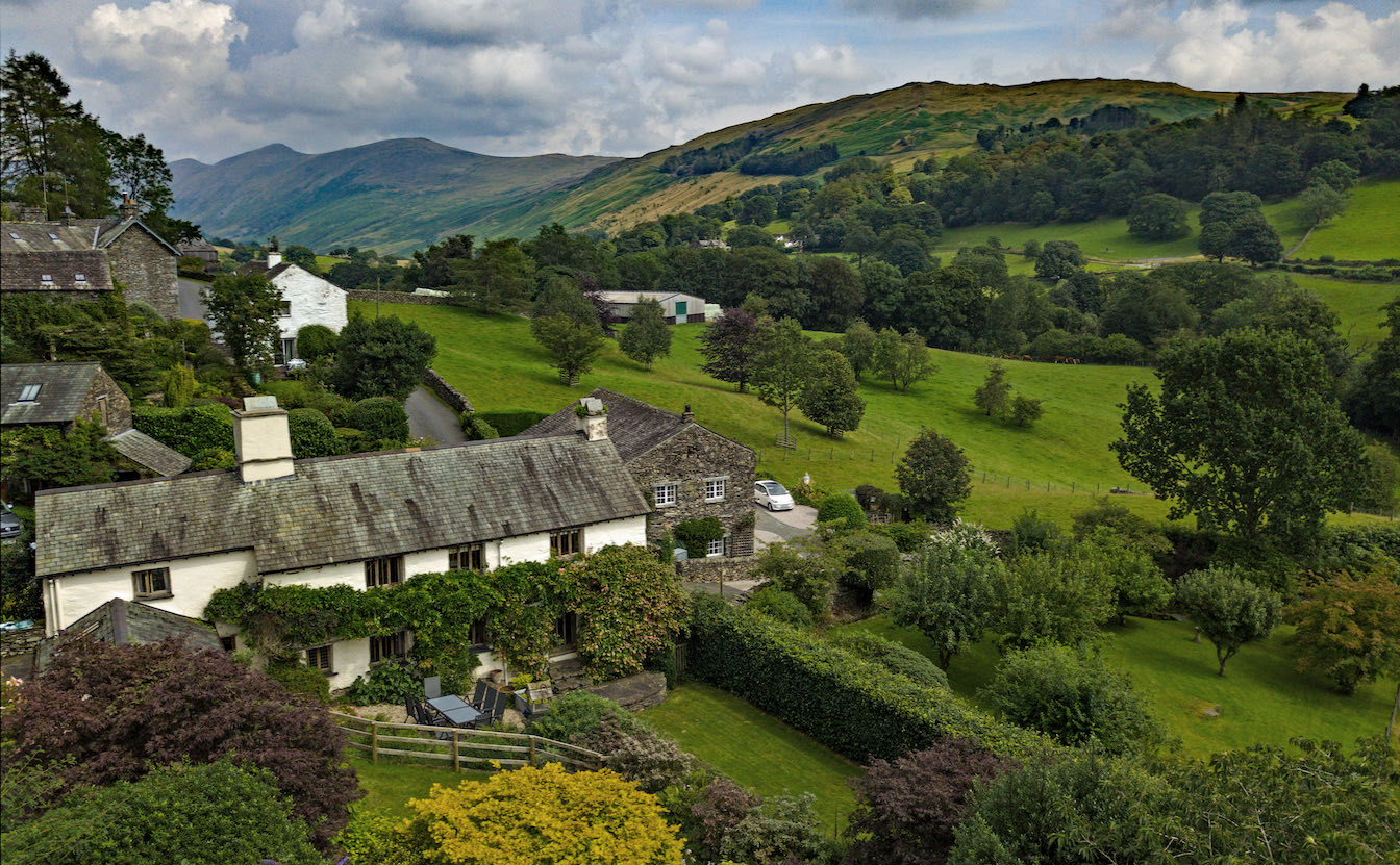 2 Townfoot Byre, Troutbeck - Bring your EV or electric vehicle or Tesla. Overnight charging. 7kW. Lake District, BnB holiday cottage - Drone view of Troutbeck valley with Lakeland hillside beauty. Bed and Breakfast -sqz