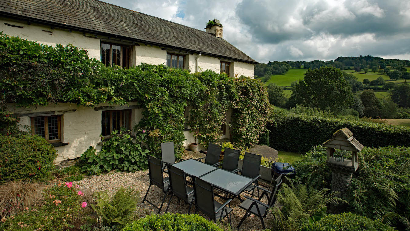 2 Townfoot Farmhouse, Troutbeck - Lake District, Dog-friendly holiday cottage - Patio area with wisteria-sqz