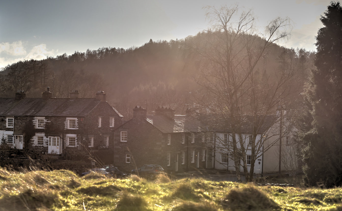21 Townfoot Cottage, Elterwater - EV friendly Tesla or electric vehicle 7kw charger. Lake District, Dog-friendly holiday cottage - Cottage setting on the edge of the village, overlooking the valley and mountains-sqz
