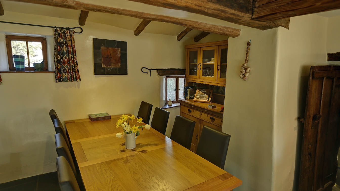 21 Townfoot Farmhouse, Troutbeck - Lake District, Dog-friendly holiday cottage - Dining area for eight-sqz