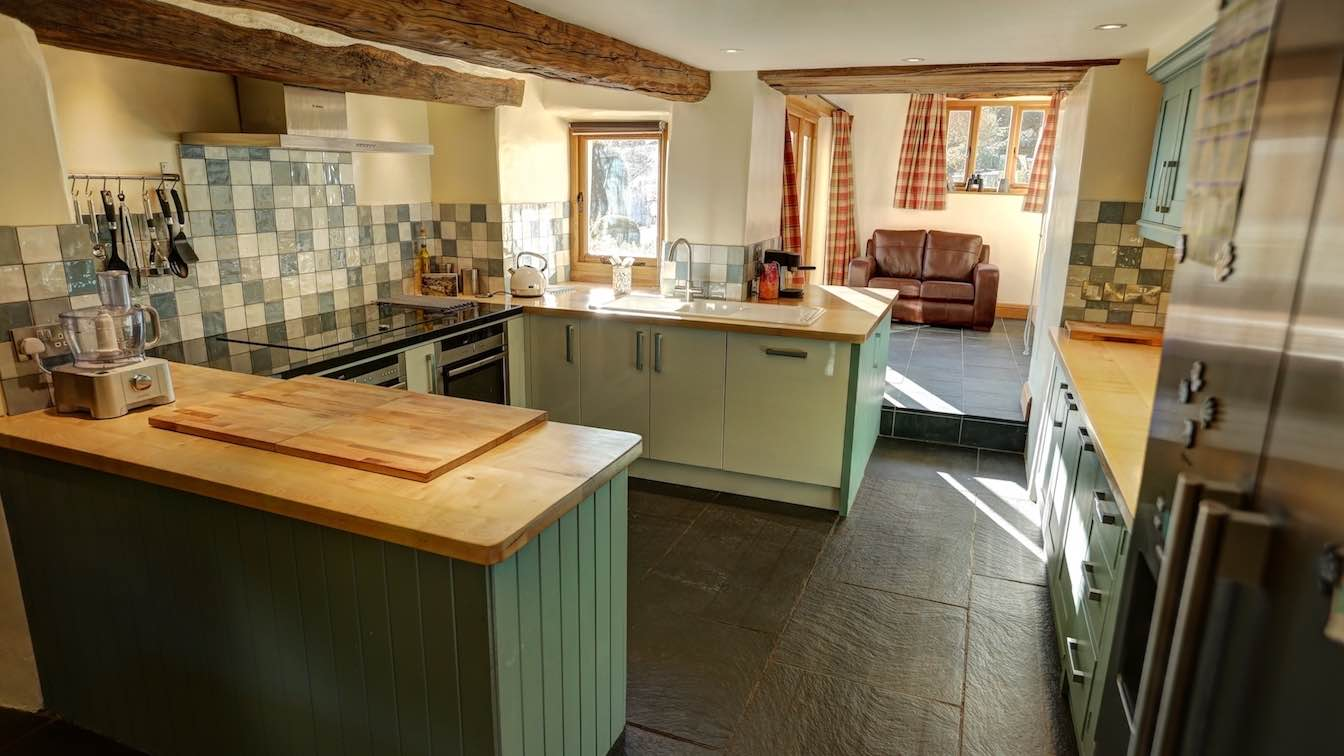 22 Townfoot Farmhouse, Troutbeck - Lake District, Dog-friendly holiday cottage - Kitchen-sqz