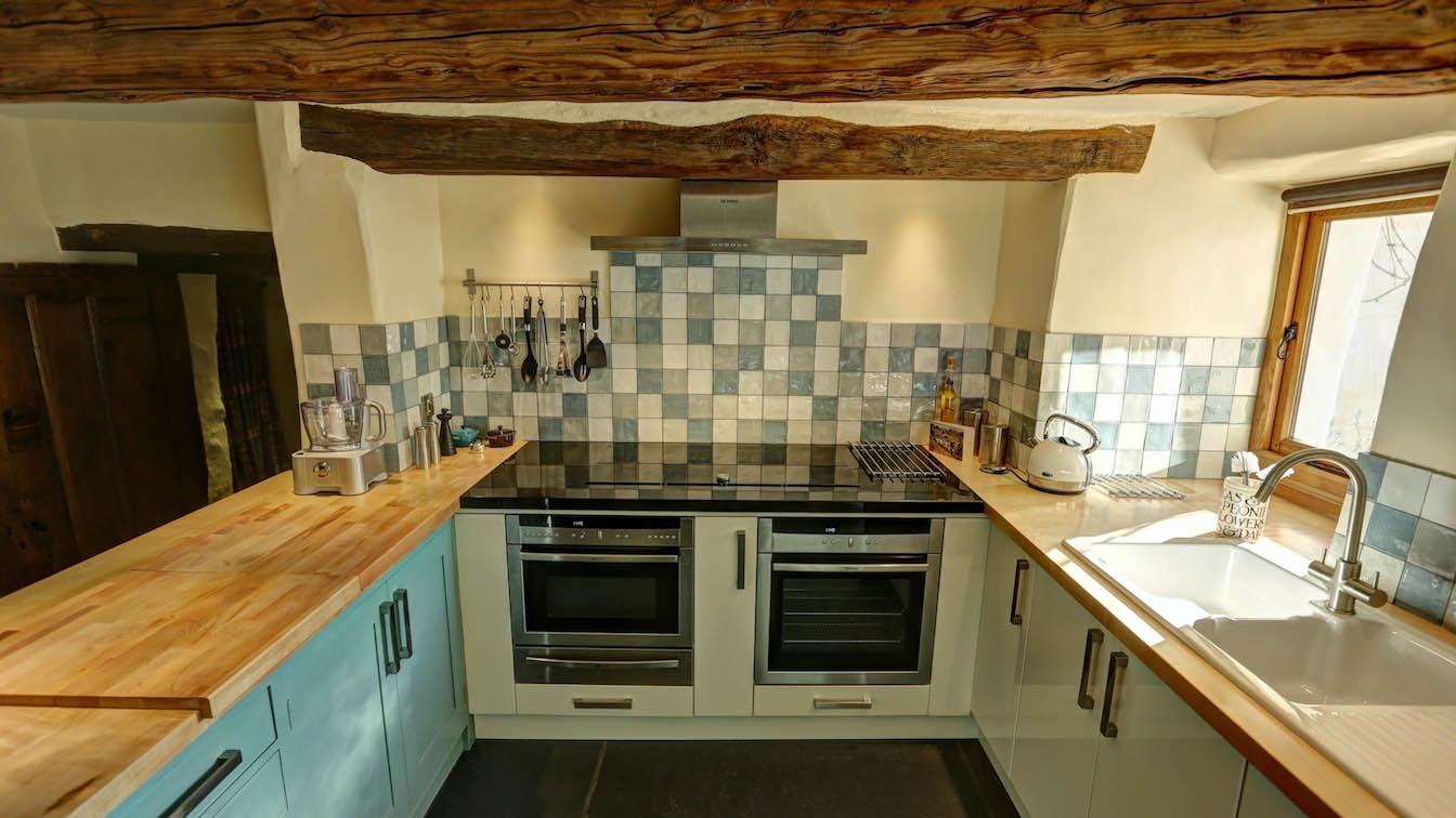 23 Townfoot Farmhouse, Troutbeck - Lake District, Dog-friendly holiday cottage - Kitchen appliances-sqz