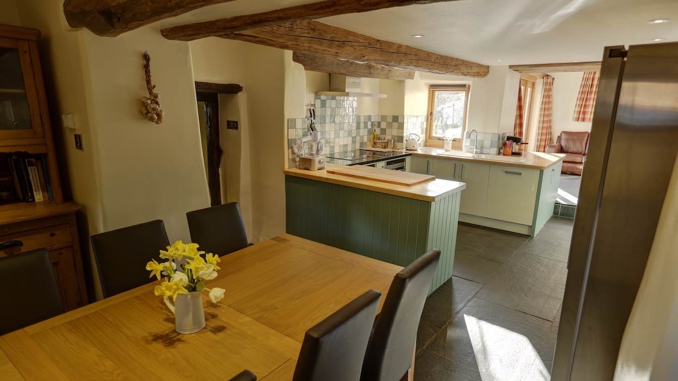25 Townfoot Farmhouse, Troutbeck - Lake District, Dog-friendly holiday cottage - Kitchen Diner-sqz