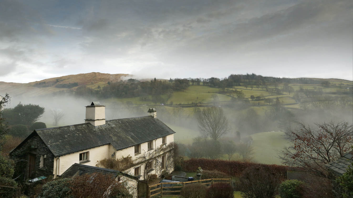 29 Townfoot Farmhouse, Troutbeck - Lake District, Dog-friendly holiday cottage - Cottage in Troutbeck valley setting in Autumn mist-sqz