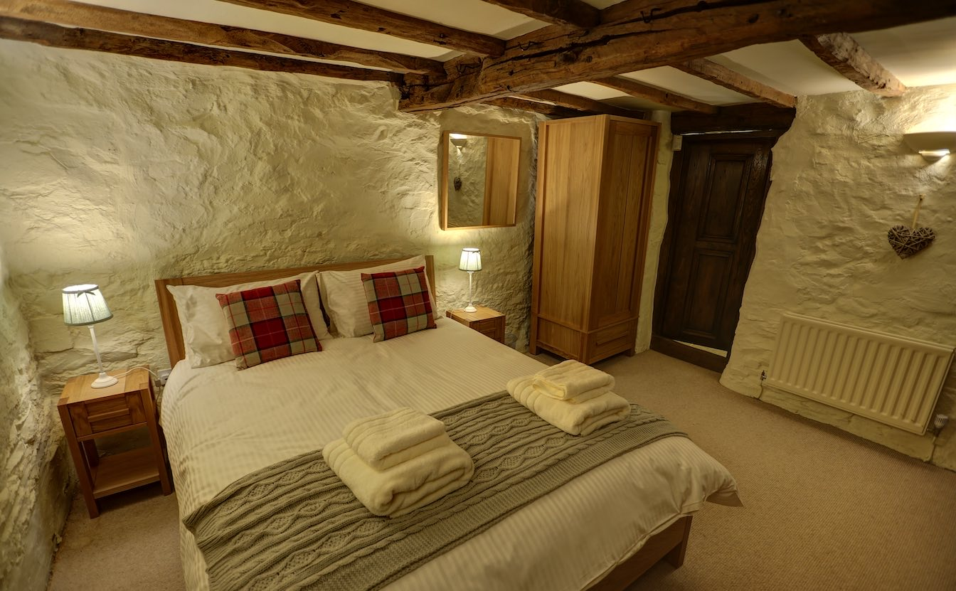 4 Townfoot Byre, Troutbeck - Lake District, BnB holiday cottage - King size bedroom sleeps 2 in comfort and luxury - door leading to kitchenette and ensuite bathroom-sqz