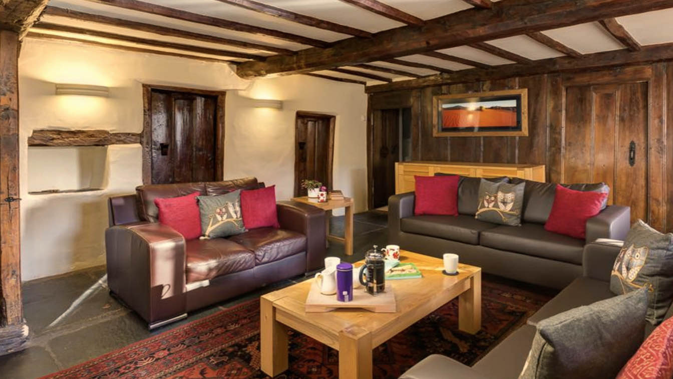 4 Townfoot Farmhouse, Troutbeck - Lake District, Dog-friendly holiday cottage - Lounge-sqz
