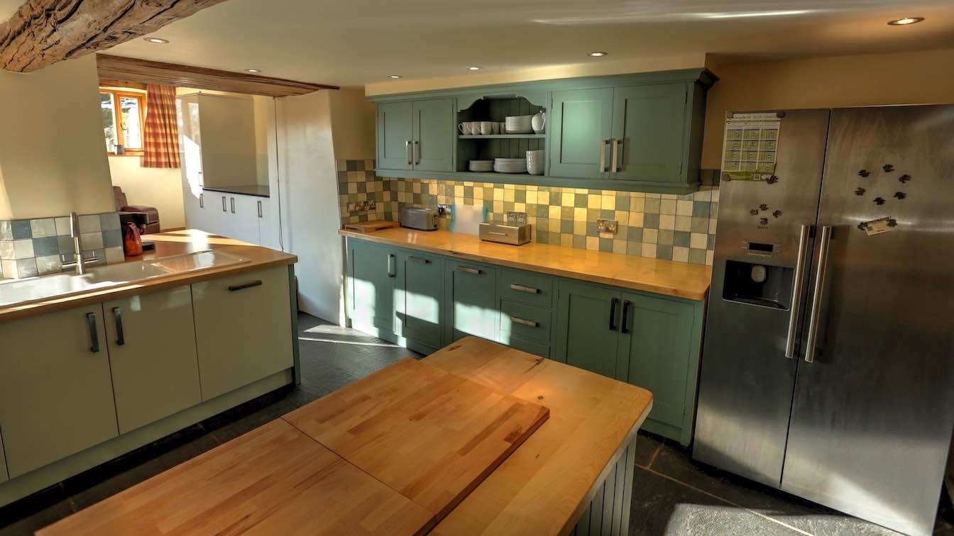 5 Townfoot Farmhouse, Troutbeck - Lake District, Dog-friendly holiday cottage - Kitchen with oak and granite worktops-sqz