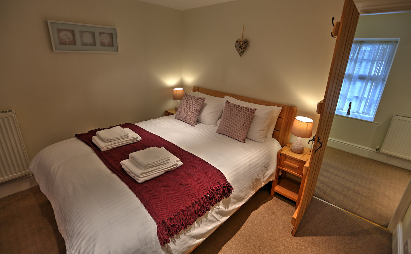 6 Townfoot Cottage, Elterwater Holiday Cottage - Lake District, Dog-friendly - Bedroom 1 - First floor-sqz