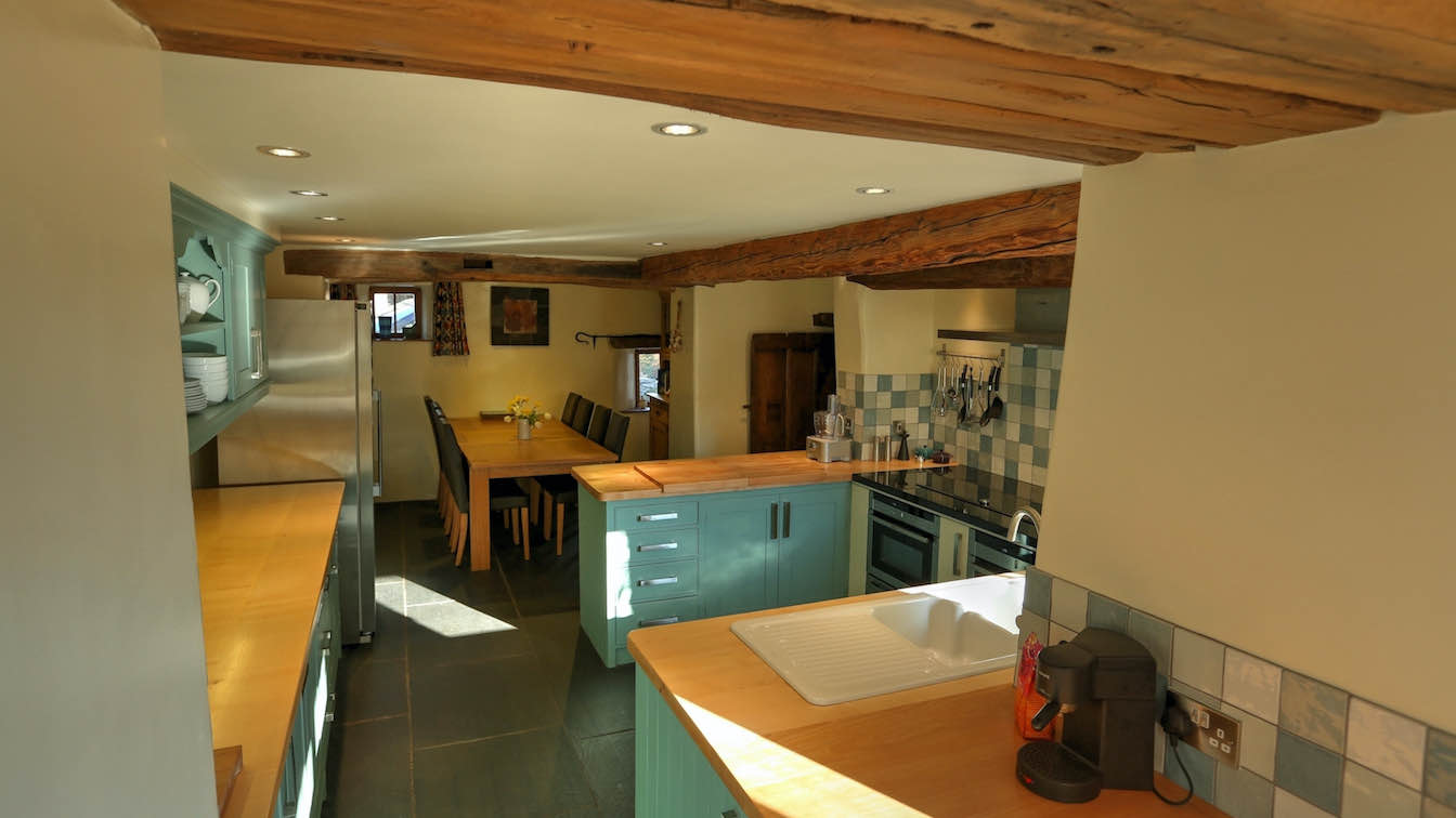 6 Townfoot Farmhouse, Troutbeck - Lake District, Dog-friendly holiday cottage - Kitchen alternative view-sqz