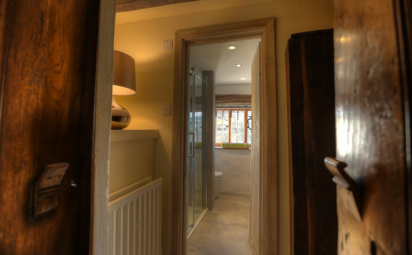 7 Townfoot Byre, Troutbeck - Lake District, BnB holiday cottage - Ensuite bathroom-sqz