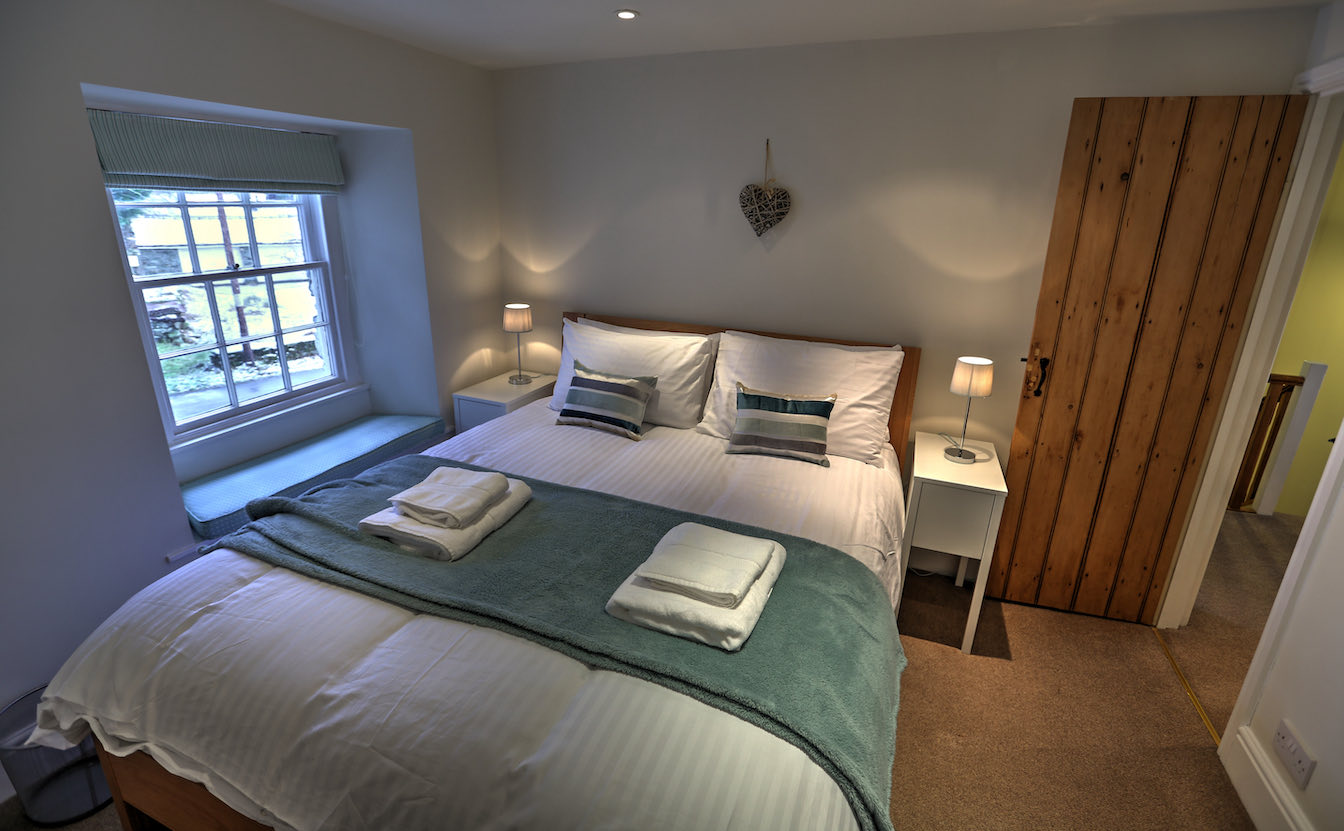 7 Dog-friendly holiday cottage - Bedroom 2 - First floor-sqz