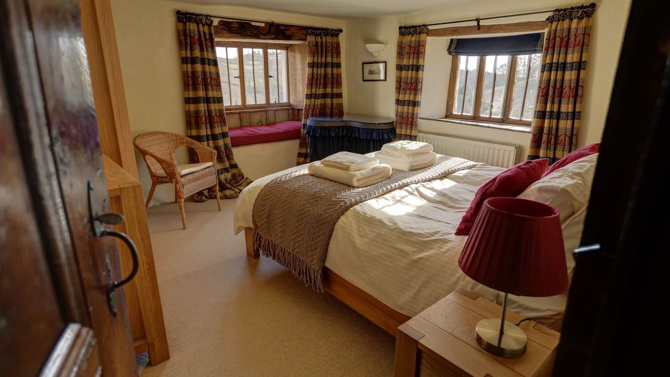 8 Townfoot Farmhouse, Troutbeck - Lake District, Dog-friendly holiday cottage - Bedroom 2 - First floor-sqz