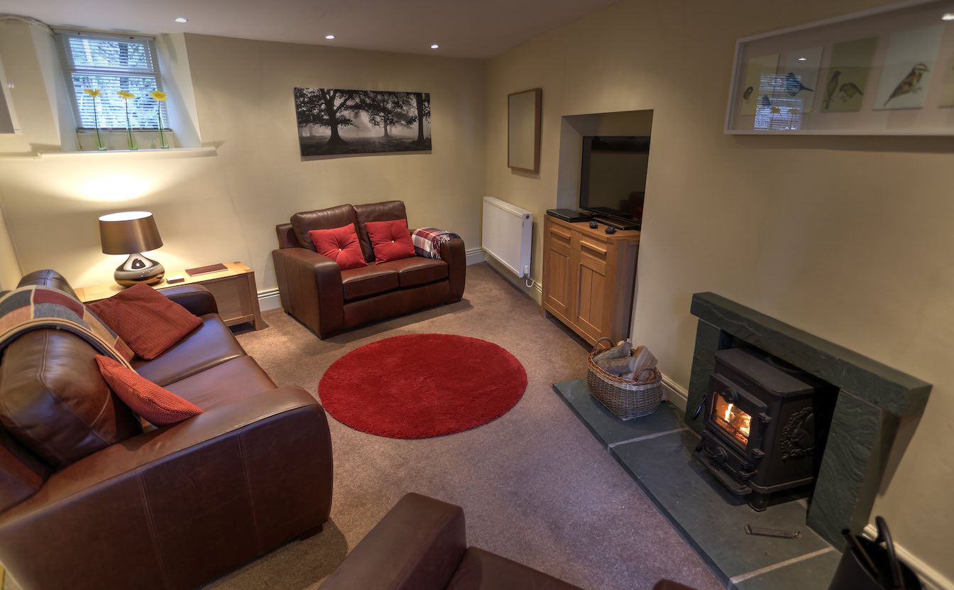 9 Townfoot Cottage, Elterwater - Lake District, Dog-friendly - Stylish lounge with comfy leather sofas-sqz