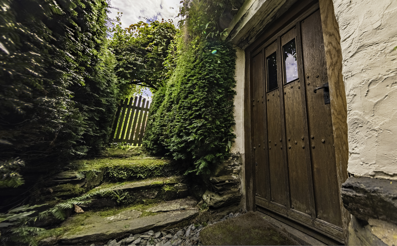 2a Townfoot Byre, Troutbeck - EV friendly. Bring your Tesla. Cheap overnight charging. 7kW charger for electric vehicles. Lake District, BnB holiday cottage - Traditional studded oak entrance doorway. Bed and Breakfast